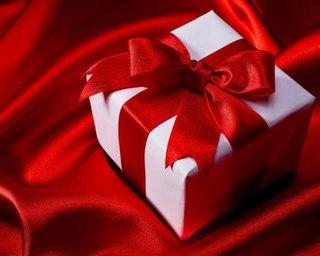 Как правильно выбрать подарок женщине на 50 лет?